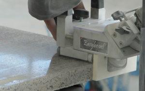 EASYBEVEL – La bisellatrice manuale per marmo, granito